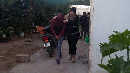 Robaron y amenazaron con un arma a dos adolescentes: pareja detenida