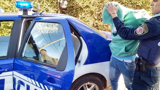 Un hombre con pedido de captura quiso escapar de la Policía de patio en patio