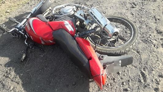 Accidente fatal en ruta 2: Iba en moto sin casco y se dió contra una camioneta