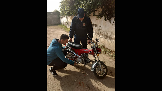 Encontraron motocicleta que había sido robada debajo del puente Alberdi
