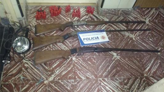 Con escopetas merodeaban una estancia y los encontró la Policía: 5 detenidos