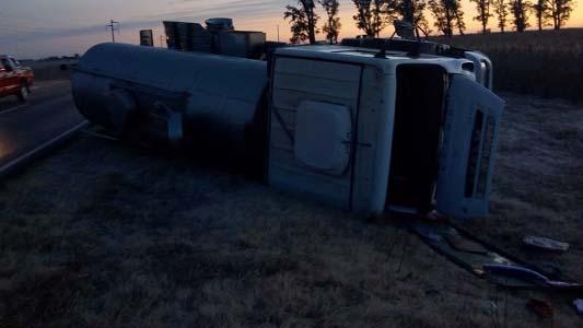 Choque y vuelco en Ausonia: cuatro chicos heridos contra un camión