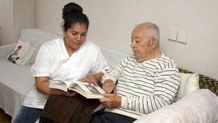 Cáritas dictará un curso gratuito sobre cuidado de ancianos