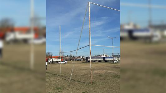 Pide que arreglen un hierro caído del Playón Deportivo del Parque Norte