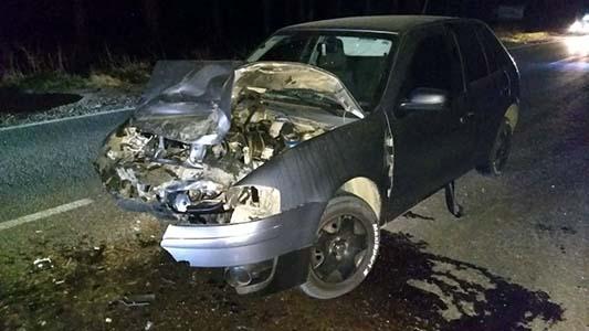 Destrozado quedó el auto: Chocaron contra un camión en ruta 9