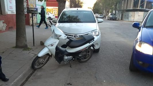 Choque en el centro dejó a un motociclista con heridas graves