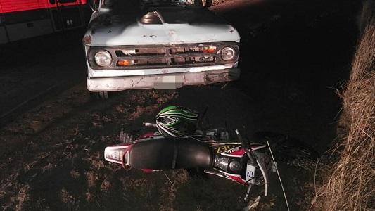 No se vieron y chocaron en medio del campo: motociclista herido