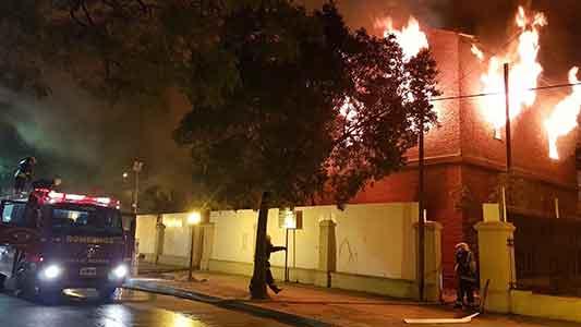 Incendio en ex edificio ferroviario: identifican a 5 personas que salieron corriendo del lugar