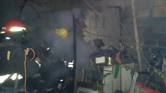 Incendio en la habitación de una vivienda: produjo daños materiales