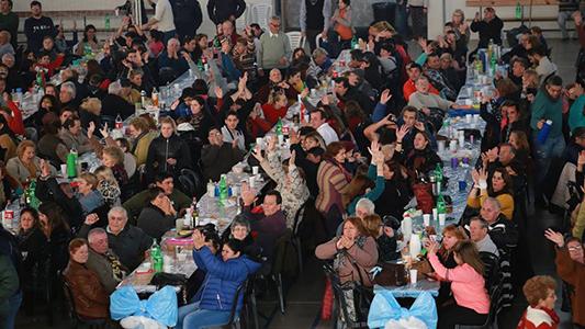 """Más de 5.000 personas pasaron por la peña del locro """"más grande del mundo"""""""