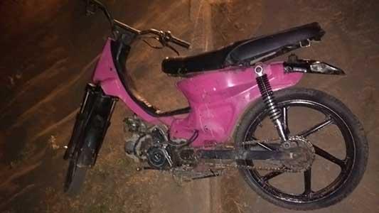 Se dieron a la fuga para evitar un control de la policía y dejaron abandonada una moto