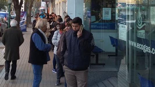 Vecinos se quejan: Ecogas no acepta reclamos y obliga a pagar facturas