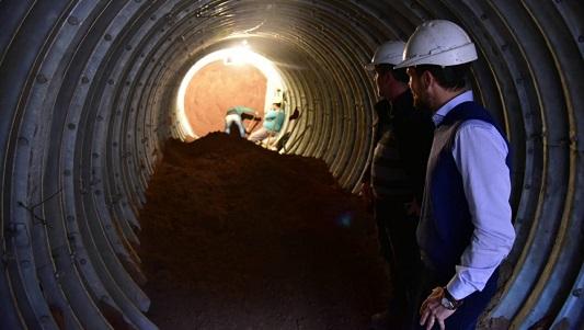 Otro túnel se abre bajo las vías: la obra conectará el desagüe de Sarmiento