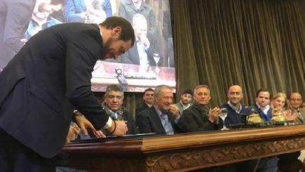 Junto a más de 300 intendentes, Gill firmó el Acuerdo Federal