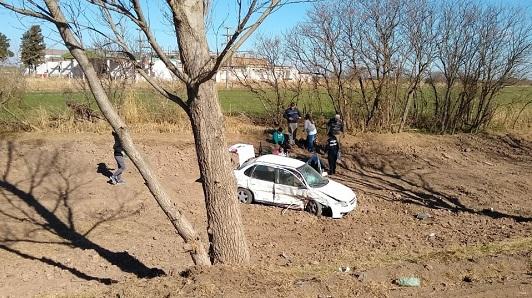 Vecinos de Pozo del Molle volcaron con el auto cerca de La Playosa