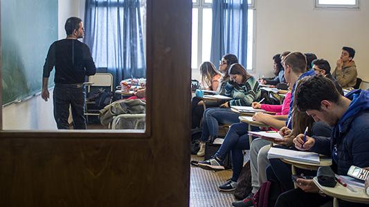 Mayores de 25 años sin estudios secundarios podrán cursar en la UNVM