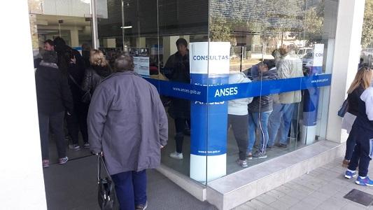 Nuevo sistema en Anses genera demoras en los pagos de asignaciones