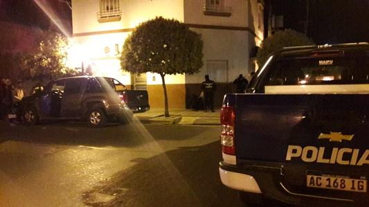 Los agarraron intentando robar dos camionetas rompiendo sus vidrios
