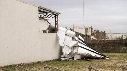 Mirá las fotos: Así se voló el techo del club Talleres de Etruria
