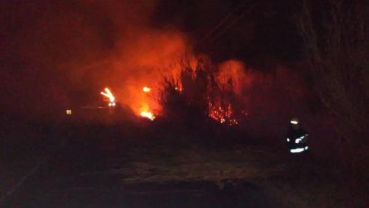 Incendio en cañaveral afectó la visibilidad del tránsito sobre ruta 2