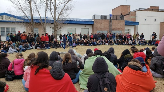 Continúa la toma: Estudiantes en contra y a favor debatieron en asamblea