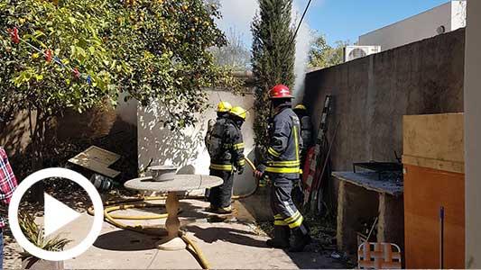 Incendio en barrio Sarmiento: Ardió un galpón interno de una vivienda