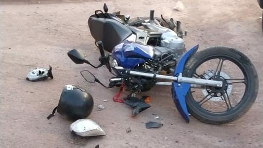 Auto y moto protagonizan otro accidente: conductor sufrió heridas graves