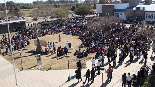 """Convocan a """"llenar las calles"""" en apoyo a la educación: marcha, clase pública y olla popular"""