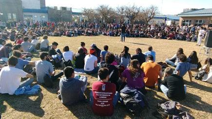 Convocan a asamblea pública en defensa de la educación en la Plaza Centenario