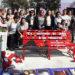 Femicidios: Un banco rojo en la plaza de Ausonia para tomar conciencia