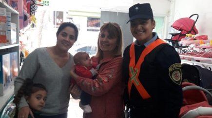 Salvó la vida a beba que se estaba ahogando: Joven policía actuó a tiempo