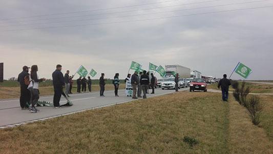 Trabajadores de ATE cortan el tránsito en Autopista en contra de los despidos