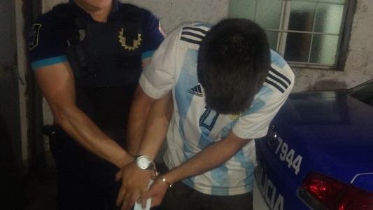 Se negó a mostrar los papeles de la moto en un control policial y quedó preso