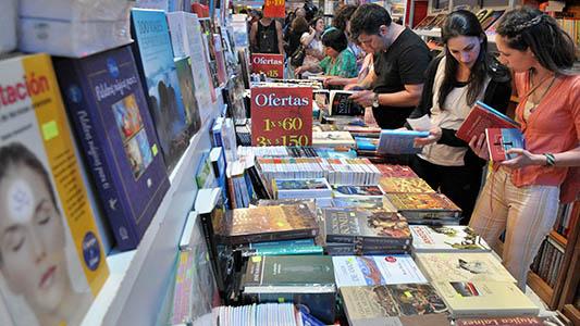 Los libros, un regalo que nunca falla: ¿Cuál es la temática elegida por los villamarienses?