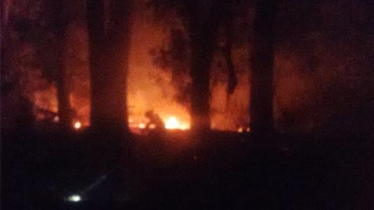 Villa Nueva: Por una quema de basura, se incendió parte de un campo