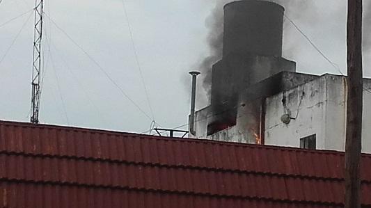 Un termotanque habría desatado el fuego en un lavadero