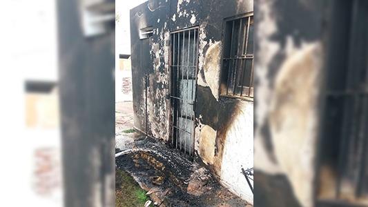 La colilla de un cigarrillo desató el fuego sobre un colchón