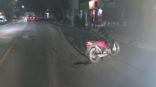 Un chico de 18 en muy grave estado: Fractura de cráneo por chocar en moto