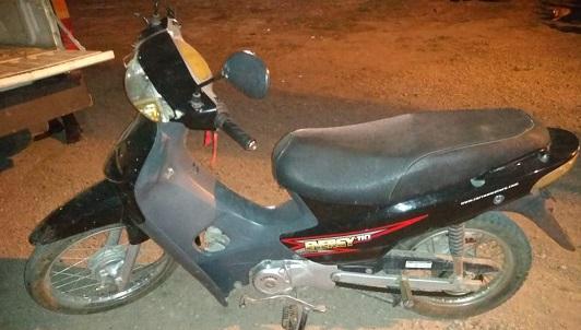 Llevaban a tiro moto robada en la calle: Dos adolescentes presos