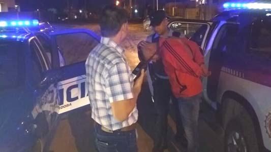 Entraron a robar a una casa, la vecina los vio y uno quedó detenido