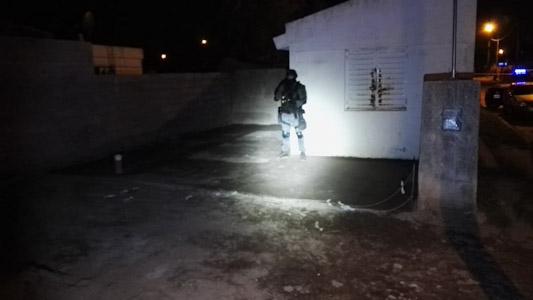 Familia narco: Enterraban la plata de la droga en una caja fuerte en el patio