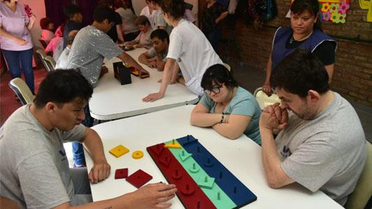 Juegos de mesa adaptados para personas con discapacidad