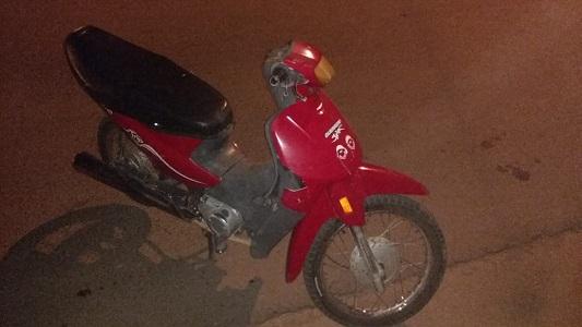 Heridas graves para una mujer que chocó con su moto en Villa Nueva