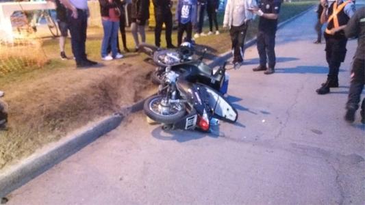 Choque entre dos motos en un boulevard: una mujer trasladada al Hospital