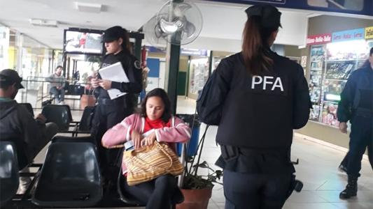 Viajeros se encontraron con las requisas de la Federal en la Terminal