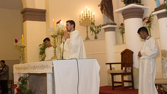 Disculpas del Obispado por la actitud del cura de La Playosa: por ahora sigue dando misa