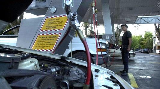 """GNC: Taxistas van ahora contra el """"redondeo"""" que les hacen las estaciones"""