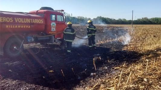 Se quemó un rastrojo de maíz y el fuego afectó a 300 metros de un campo