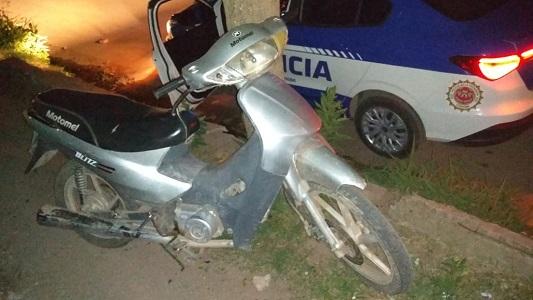 Le robaron la motocicleta desde el interior de un bar en Villa Nueva