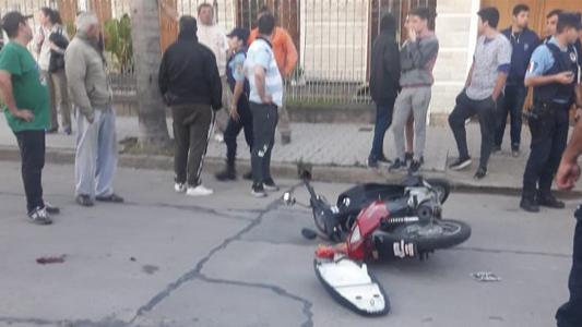 Una mujer terminó en el Hospital tras ser atacada por motochorros